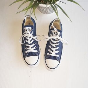 Converse Low Top Canvas Sneakers Size 7